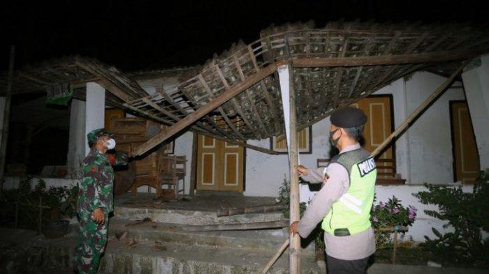 kerusakan-akibat-gempa-blitar-jumat-21-mei-2021-malam-warga-patah-kaki-selamatkan-diri