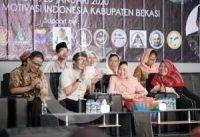 foto : Romo Antonius Subardi Antara Pr. bersama Ny. Shinta Nuriyah Abdurrahman Wahid dalam acara haul ke-10